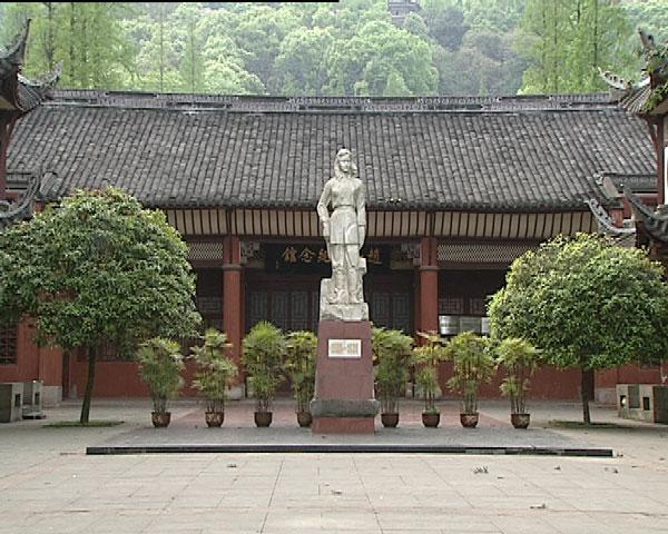 重访一曼故居 赵一曼孙女亲身讲述英雄的故事
