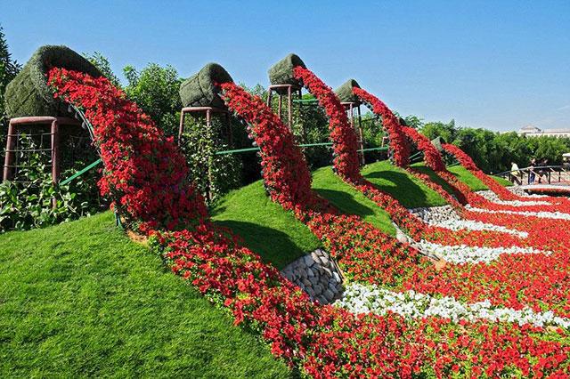 幻想花屋的奇迹园 鲜花搭成的遮阳伞 鲜花组成的孔雀雕塑 鲜花组成