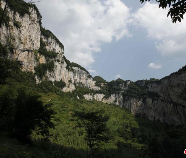 """7月8日,云南省昭通市镇雄县五德镇新寨村被当地村民称为""""大锅圈""""的"""