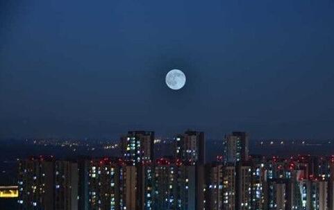 """""""蓝月亮""""约会成都"""
