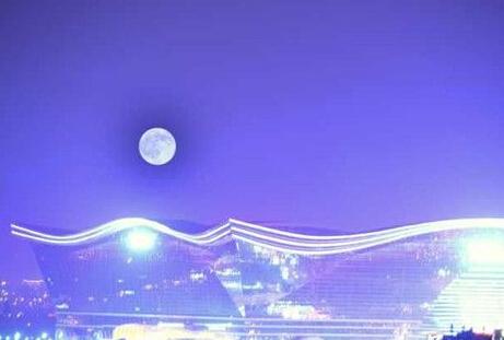 """成都""""蓝月亮"""" 它不蓝它不蓝它不蓝!"""
