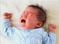 """河南一7个月大男婴突然哭闹 心脏上""""插""""缝衣针"""