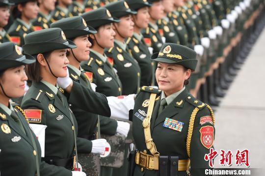 阅兵中最靓丽的风景:268名女兵