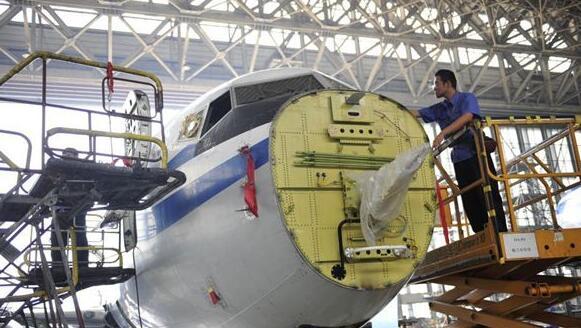 """探秘中国最大的飞机""""医院"""""""