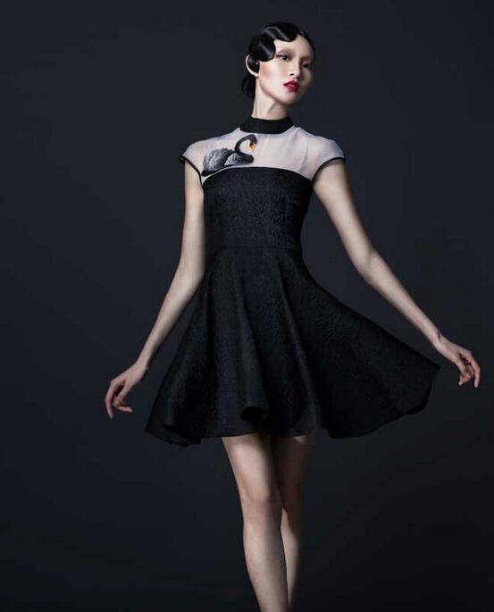 衣饰《天鹅时装系列》设计:朱贝迪