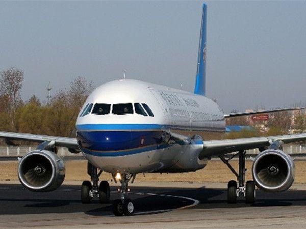 图为空客A321资料图 一架从埃及沙姆沙伊赫飞往俄罗斯圣彼得堡的俄罗斯客机31日在起飞后不久坠毁。该航班属于科加雷姆航空公司,机型为空中客车A-321,航班号KGL-9268。 俄罗斯客机为何坠毁?失事俄罗斯客机的乘客来自哪些国家?失事客机上有没有生还者以及最新救援进展如何? 【机上乘客多为俄罗斯人】 埃及总理办公室证实,埃及救援人员已发现了坠毁飞机残骸。路透社援引埃及空管部门消息报道,发现坠毁飞机的位置在西奈半岛阿里什地区南部的哈桑纳一带。 据路透社援引俄罗斯航空管理部门的消息报道,机上载有217名乘