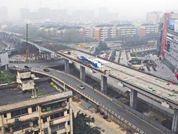 府青路跨线桥桥梁主体完工