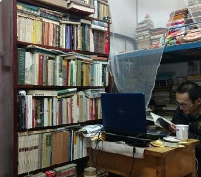 川大学生宿舍藏书堪比图书馆
