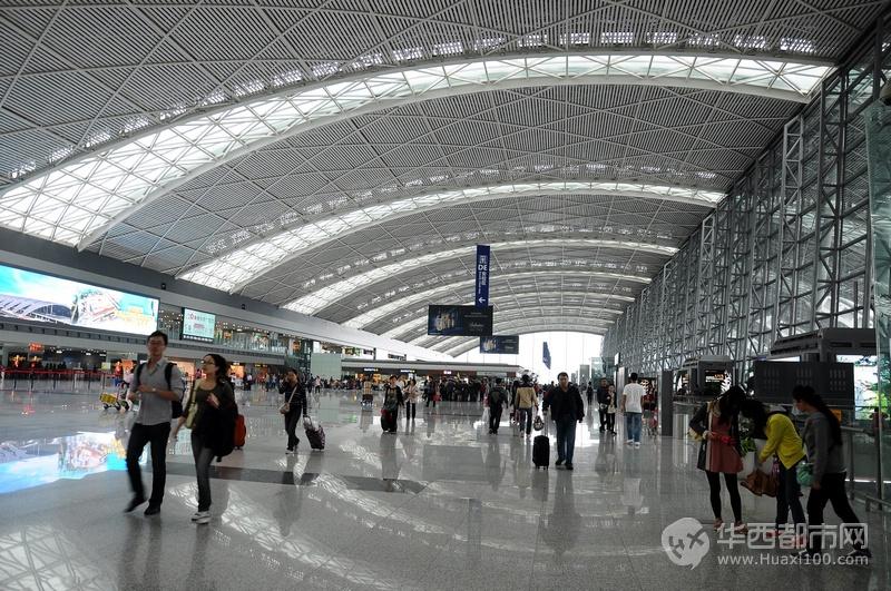 成都双流国际机场时常出现跑道上飞机排队