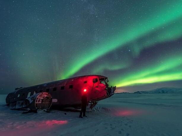 这架旧飞机散发出神秘的光彩