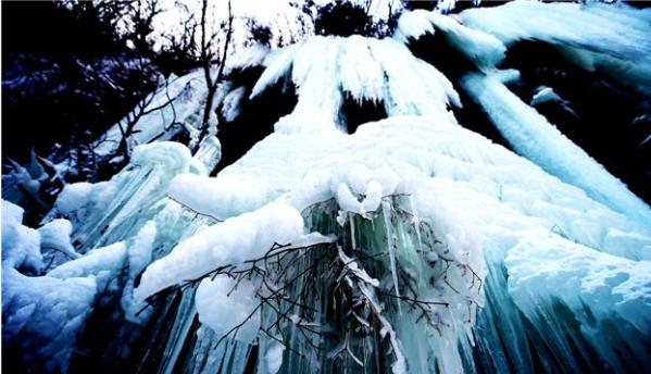这是在辽宁省本溪市关门山风景区拍摄的冰瀑景观.