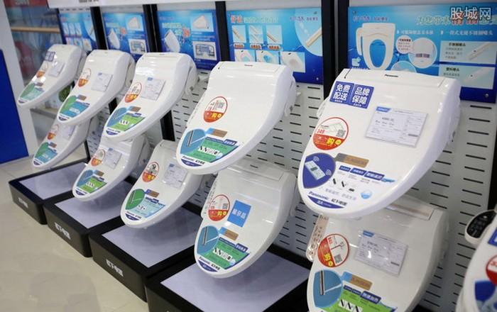 """智能坐便器产品合格率仅为60% 我国游客去日本抢购""""马桶盖""""引发了不少话题。近日,质检总局组织开展了智能坐便器产品质量国家监督专项抽查和行业调查。结果显示,抽查的智能坐便器产品合格率仅为60%,市面上的外资及国内主流品牌样品均合格,大部分不合格产品由国内中小企业生产。中日主流品牌无论是在功能还是安全性能上,并没有明显的差异,差距主要是品牌实力。 据悉,本次共抽查了15个省(市)45家企业生产的45批次智能坐便器产品,其中整体式智能坐便器25批次,独立式坐便洁身器(即智能马桶盖)2"""