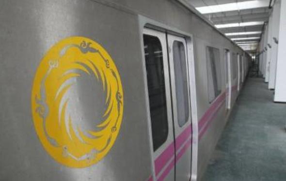 """从成都地铁公布的照片我们可以看到""""红粉3号线""""天赋神韵号的模样了."""