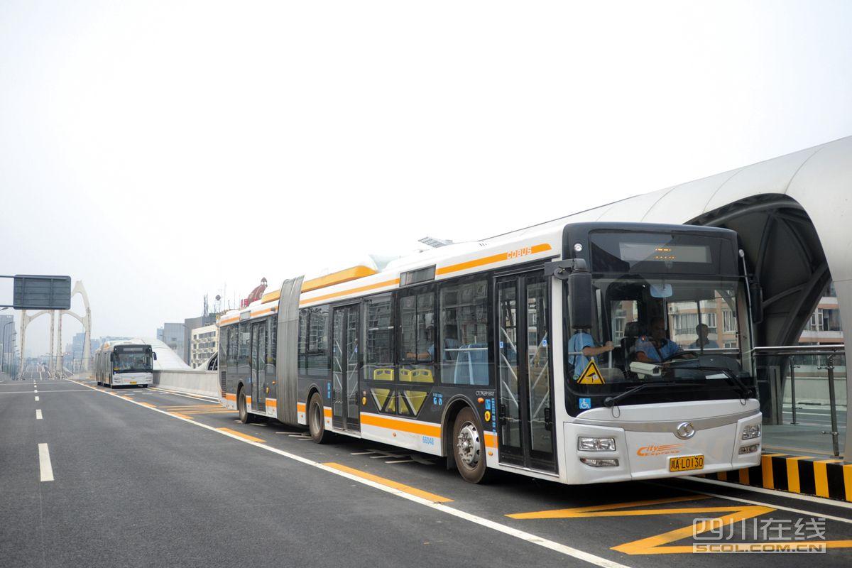 成都拟规划4条快速公交线路 未来公交车将更小