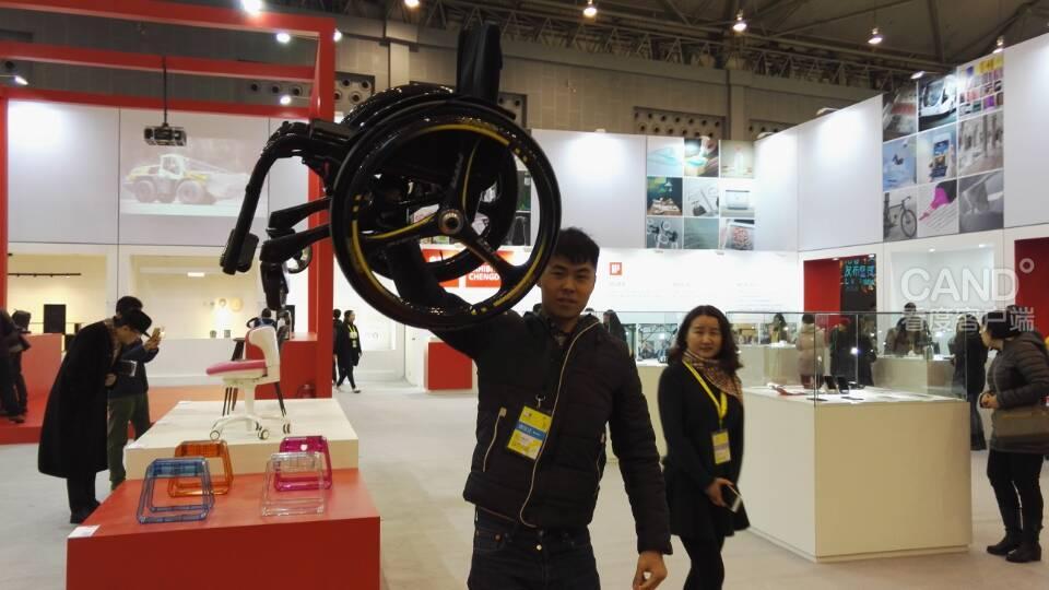 同时,成都创意设计产业展览会也在新会展中心开展,在四个展馆内,从