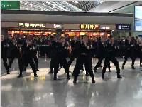 暖炸!双流机场安检员快闪迎新春