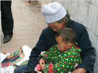 山东男子离婚后 街头贩卖亲生儿子