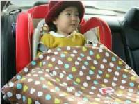孩子穿羽绒服坐安全座椅有隐患 多数家长不知道
