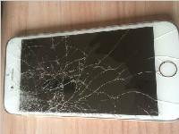 """手机屏幕摔坏 买了""""碎屏险""""为何索赔难?"""