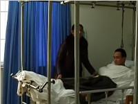 男子遭遇车祸没钱做手术 肇事司机:我也没钱
