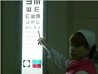 网传眼球操能治500度近视 专家:没用 别转了