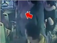 郑州:残障少年公交车上抓小偷