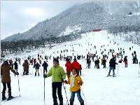 注意!<font color=red>西岭雪山</font>滑雪场游客人数已经达到预设接待上限