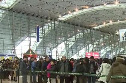成都机场昨日迎来节后首个客流高峰
