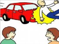 河南:<font color=red>奔驰</font>车冲向人群 只因司机通宵打牌