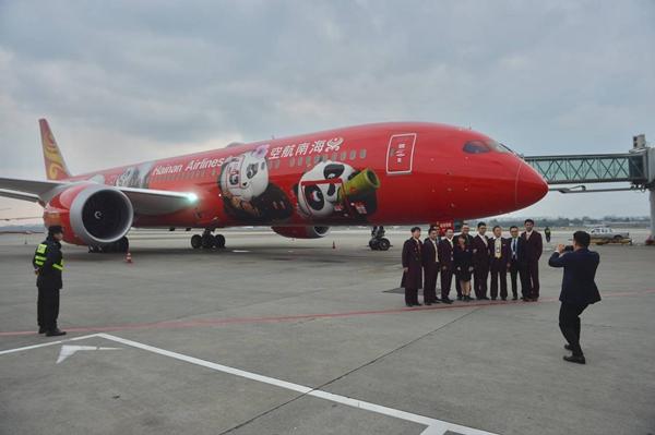 去程航班号为hu469,北京时间21:15从成都起飞,当地时间晚上20:00抵达