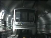 成都地铁10号线一期列车进场 车厢内部与众不同