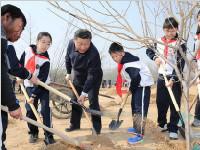 把造林绿化事业  一代接着一代干下去