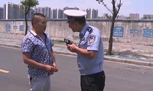 """谭警官和搞笑""""草鞋男"""""""