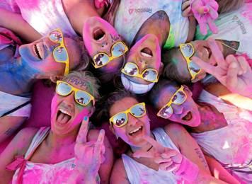 """成都""""彩色跑"""":年轻人们的彩色狂欢!"""