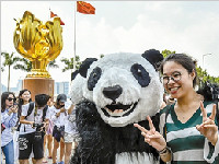 """看度评论:香港上演""""成都热""""热了就对了"""