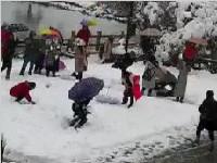 <font color=red>西岭雪山</font>下雪了!游客可以上山赏雪啦