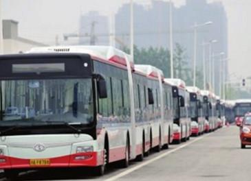 今起15条公交线陆续按时刻表运行