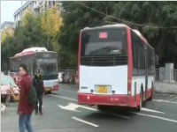 公交要出门先得违个章 这样真的好吗?
