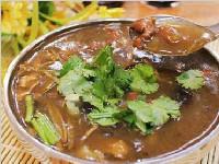 双城美食记:一碗肉丸胡辣汤+一个孜然牛肉包 足矣!
