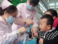 成都破解婴幼儿<font color=red>看病</font>难 设有儿科的机构必须开夜门诊
