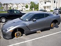 """小偷执着于轮胎的""""偏爱""""!车主:1年掉100个不夸张"""