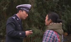 谭警官跳皮筋