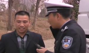 谭警官歌颂违法司机