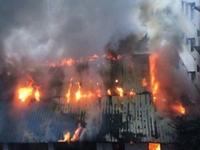 点将台街凌晨发生大火 消防紧急救援暂无人员伤亡