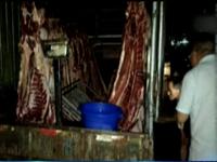 崇州:<font color=red>便宜</font>猪肉买不得 近千斤问题猪肉被查获