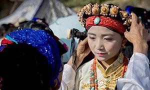 丹巴县中路乡女子成人礼仪式