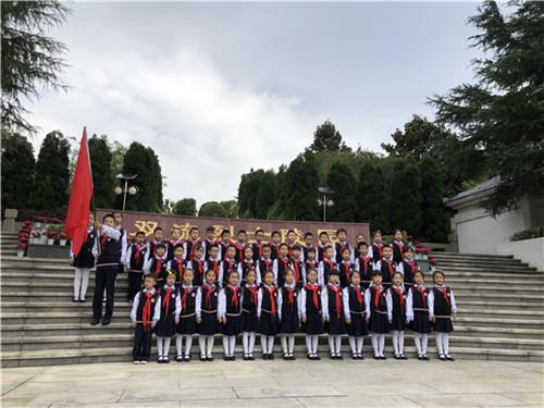 华阳v小学小学少先队员参加墙报天府班级纪念日小学英语烈士新区设计图图片
