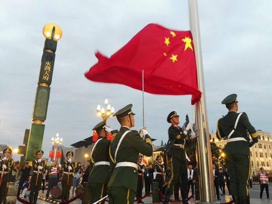 天府广场观看升国旗 为祖国母亲69岁华诞送祝福