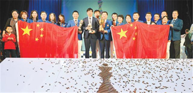 """中国国象首次加冕奥赛""""双冠王"""" 川籍队员荣归故里"""