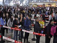 成都机场遭受入秋首场大雾 首次启动低能见度运行程序